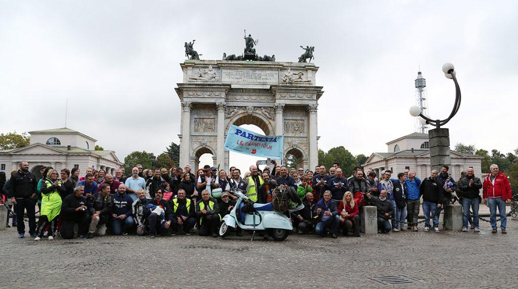partenza_le_grand_tour_vespa_FRA_1380