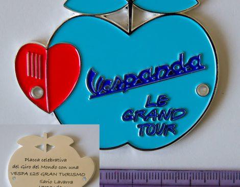 placca commemorativa giro del mondo in Vespa